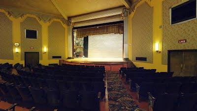 https://sites.google.com/a/virtualtoursdowneast.com/virtual_tours/museums/theater-seat-views/seat%20view%20right%209.jpg